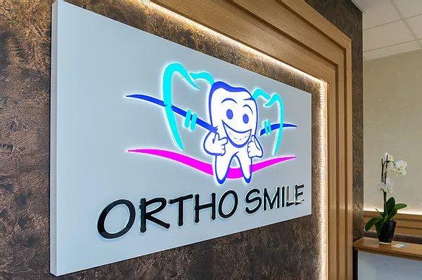 Ортодонт или зъболекар? В София, клиника ОртоСмайл вече работи екип от професионалисти в модерното ортодонтско лечение под ръководството на доказано добър ортодонт д-р Павлина Патаринска, завършила ортодонтия през 2009, работила в Белгия и в България.